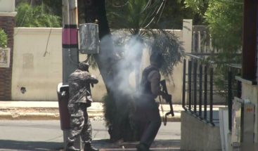 A tiros, bombas lacrimógenas y pedradas en protesta en la UASD