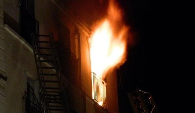 Familia queda a la intemperie tras incendiarse su casa en SJM