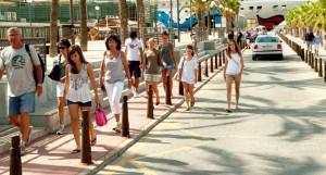 España recibe un récord de 47,2 millones de turistas hasta agosto