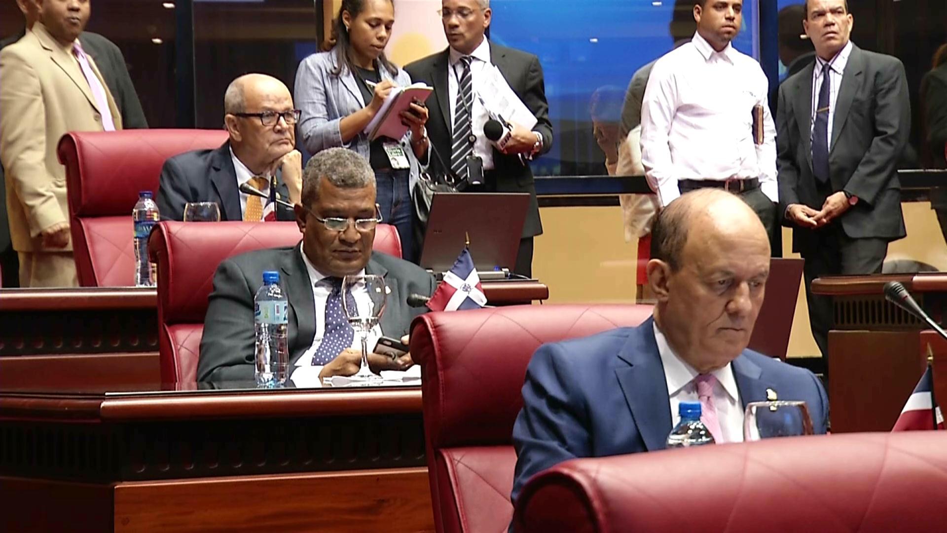 Senadores y diputados enfrentados por Ley de Notariado