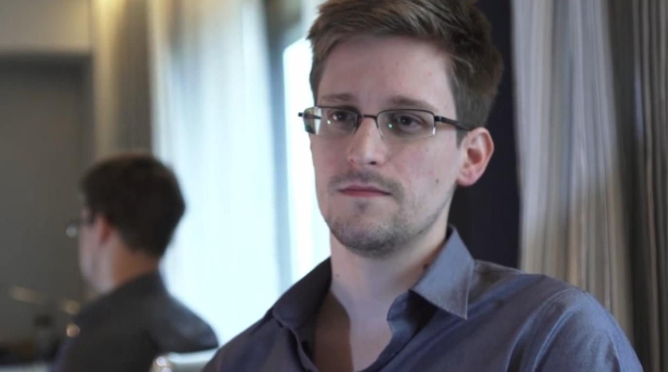 Políticos de la UE votan en favor de retirar cargos contra Edward Snowden