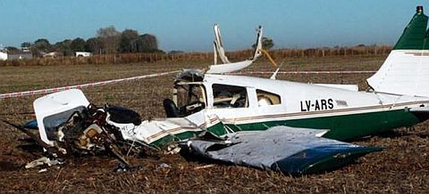 Dos personas mueren en Argentina tras caída de avioneta