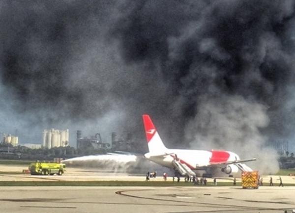 Incendio en avión rumbo a Venezuela desde EEUU deja al menos 15 heridos