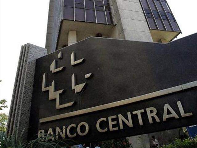 Economía de Brasil se contraerá casi 3% en 2015, según previsión de analistas