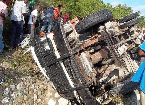 Un muerto y un herido en accidente en Ocoa