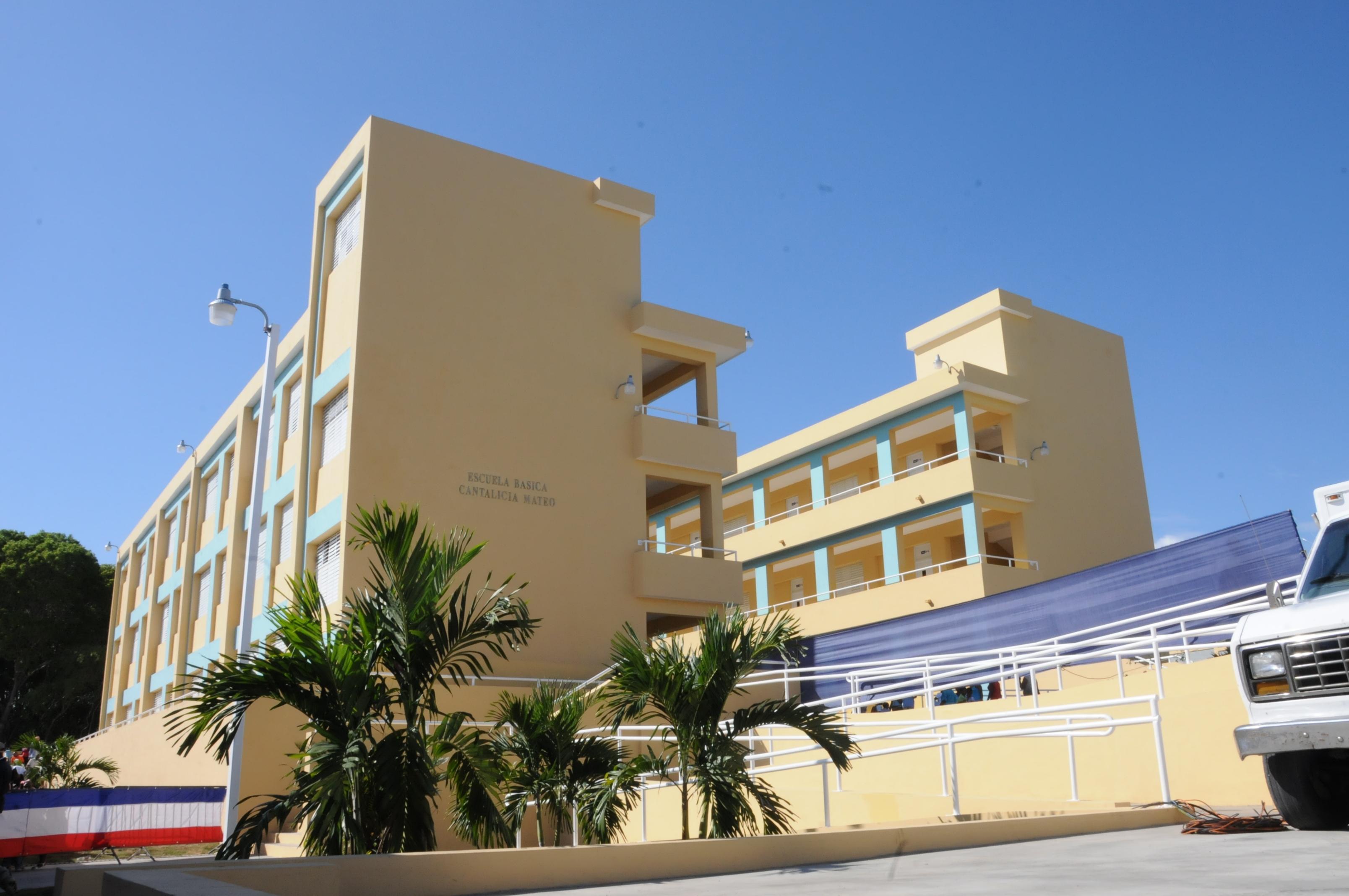Danilo Medina inaugura escuela en San Cristóbal