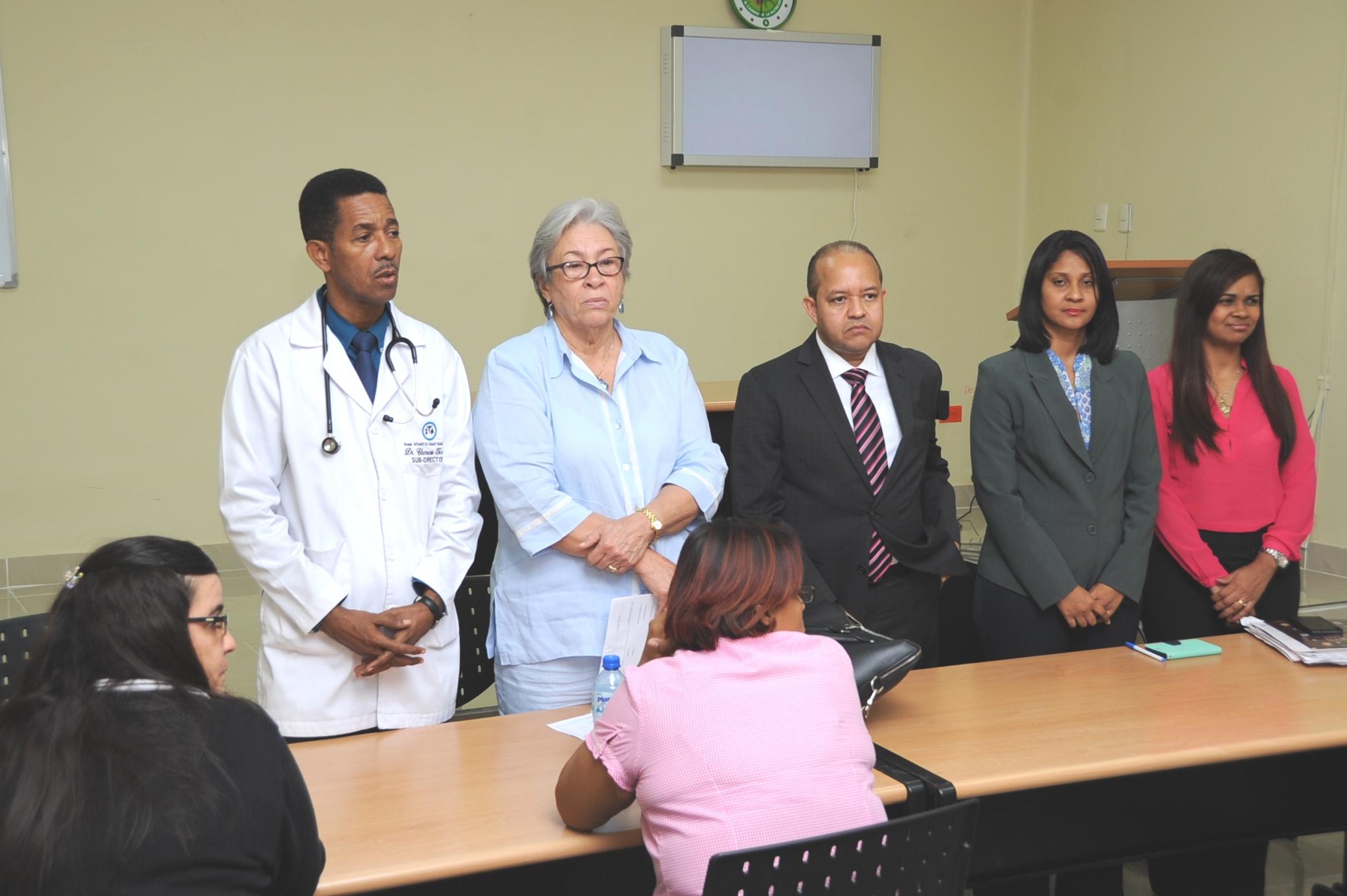 Ministra de SP se reúne con médicos y personal de hospital Robert Reid Cabral
