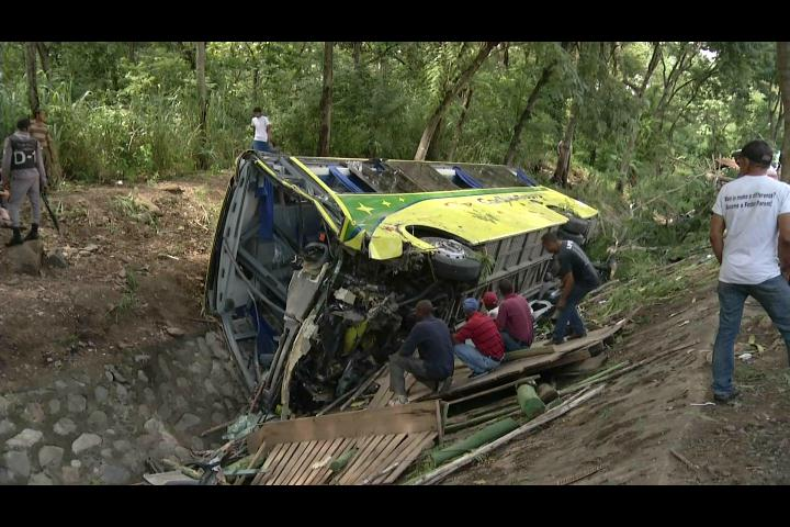 AMET inicia investigación de deslizamiento de autobús dejó un saldo de 35 personas lesionadas