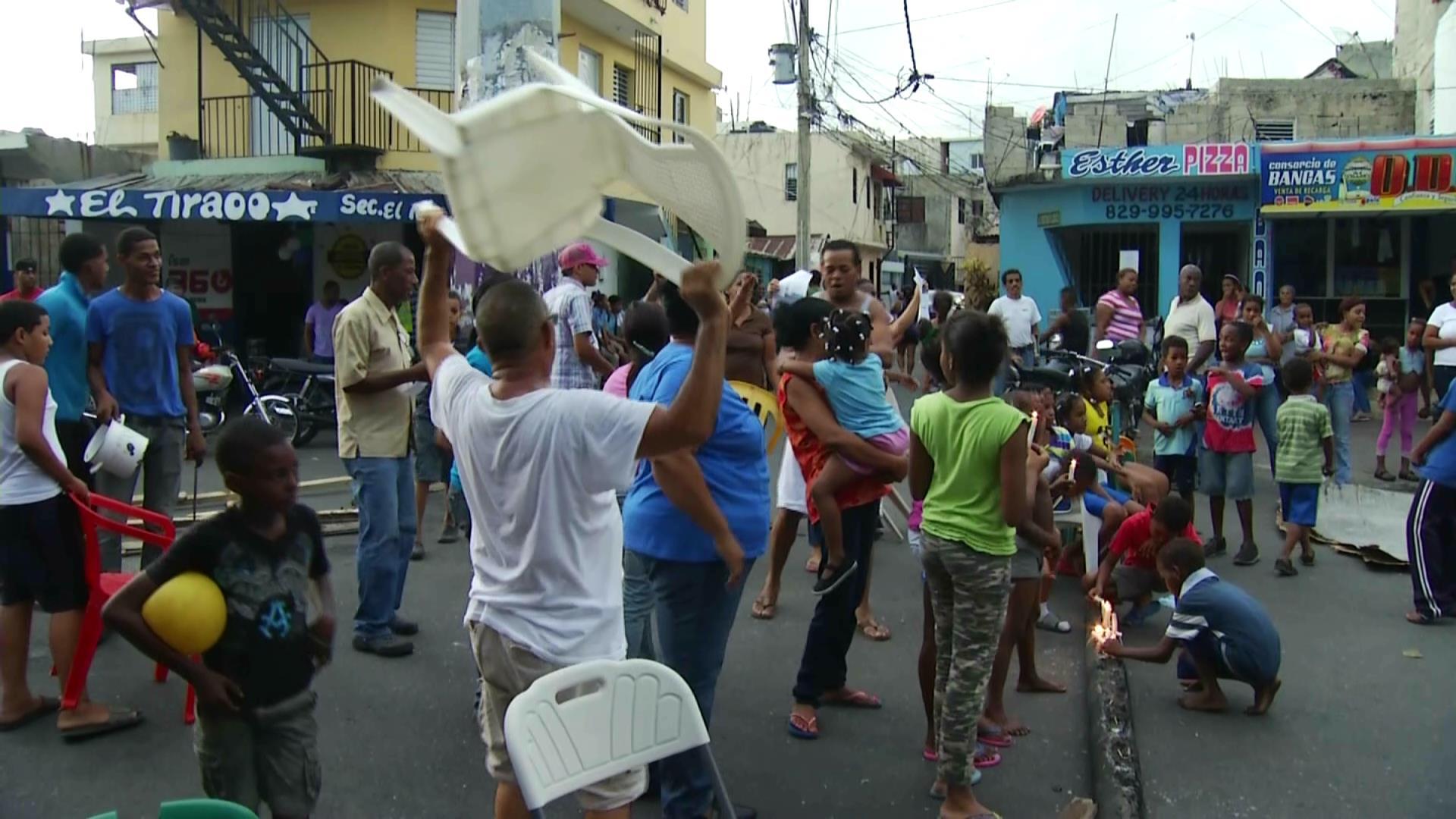 Protestan por falta de energía eléctrica en Los Praditos
