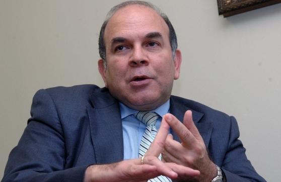 """Pelegrín Castillo propone levantar un """"muro laboral"""""""