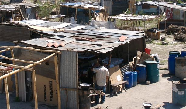 Estudio revela unos 2,6 millones de salvadoreños son pobres