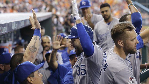 Reales y Azulejos se salvan; Mets y Cachorros toman ventaja