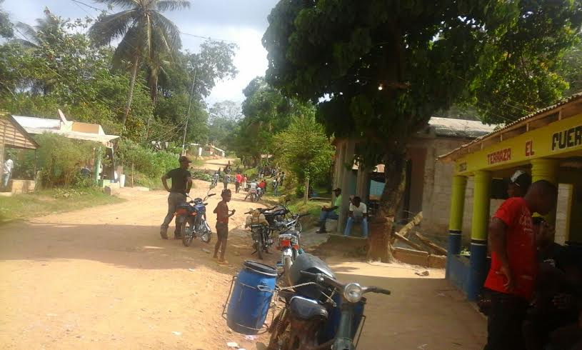 Protestan en demanda de carretera Yamasá-Don Juan