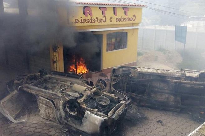 Alcalde guatemalteco, asesinado y quemado por una turba enfurecida