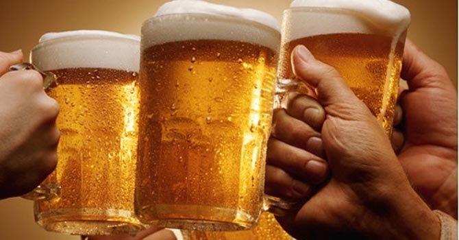 Estudio revela 40% de personas inician consumo habitual de alcohol con su familia