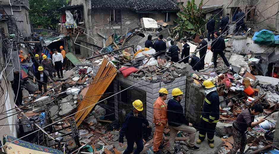 Mueren 17 personas al derrumbarse un edificio en el centro de China