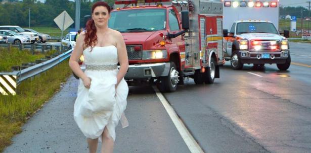 Lista para la boda y ¨en vestido de novia¨ paramédica auxilia emergencia