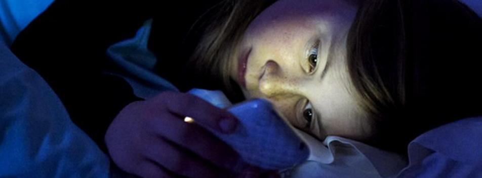 Adolescentes latinoamericanos miran WhatsApp al despertar, según estudio