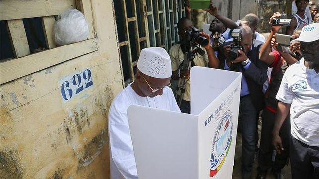 Los guineanos votan en calma pese a la violencia de los últimos días