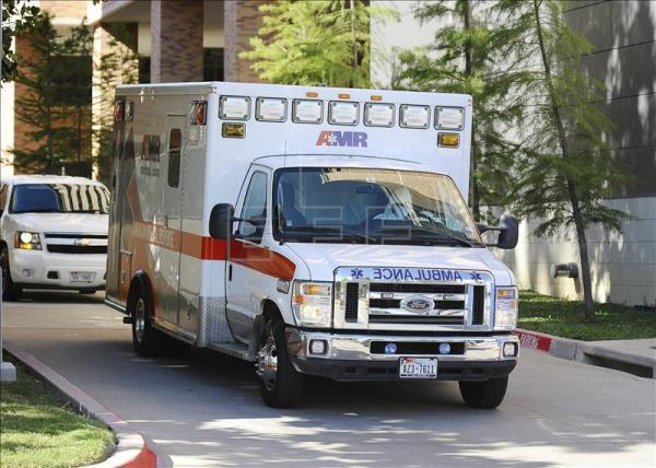 Tres muertos en embestida de vehículo contra desfile universitario en EE.UU.