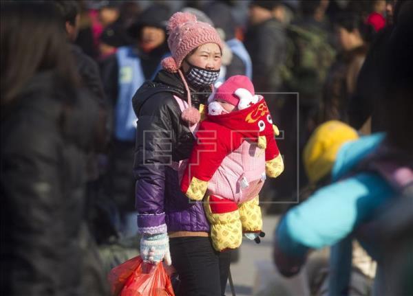China pone fin a la política del hijo único y permite dos hijos por pareja