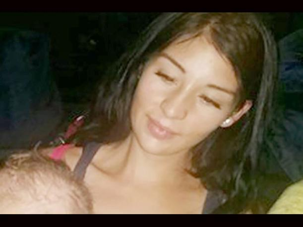 ¡Insólito! Amordaza a su bebé, publica la foto y causa indignación