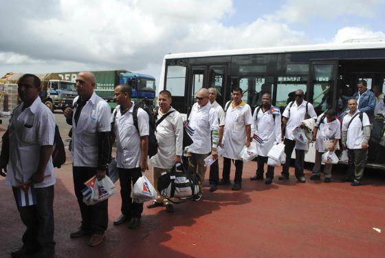Cuba autoriza amnistía a los médicos desertores