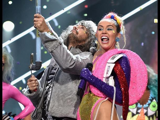Miley Cyrus y The Flaming Lips se desnudarán durante concierto