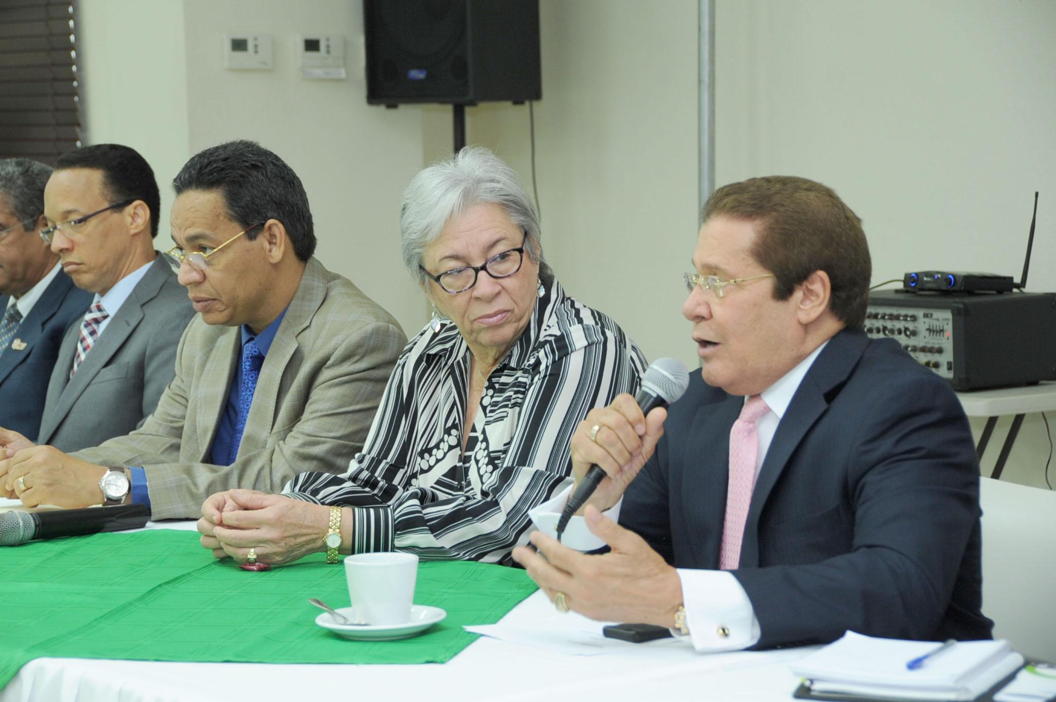 Ministra de Salud se reúne con Iglesias Evangélicas y tratan tema del dengue