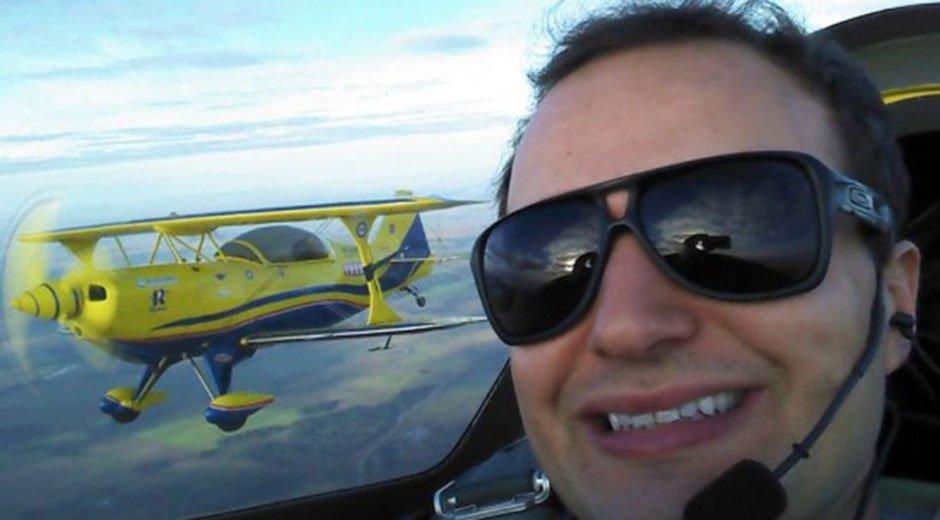 Muere piloto acrobático brasileño después que su avión cae al mar