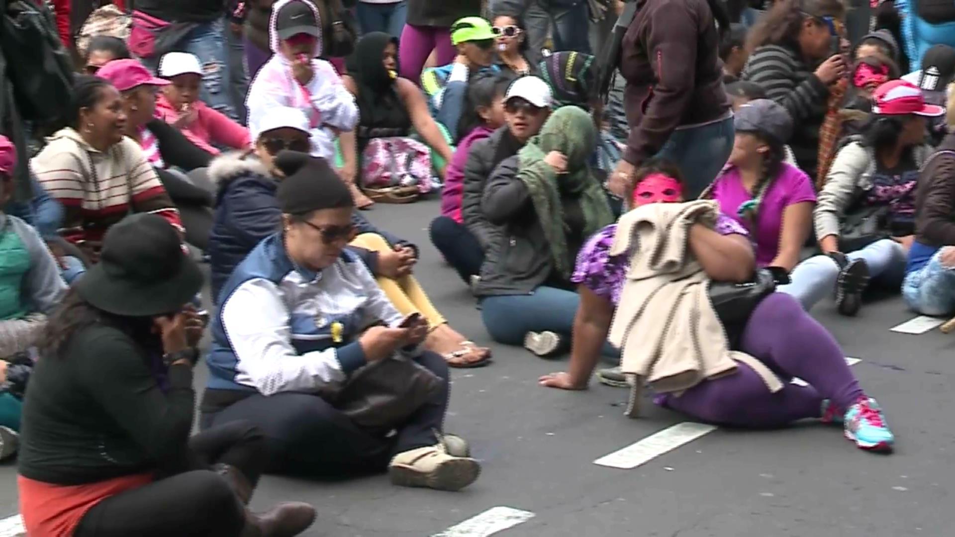 Trabajadoras sexuales protestan por cierre de hoteles