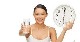 Beneficios de beber agua justo después de levantarte
