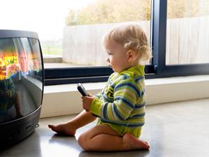 ¿Por qué evitar el uso de la televisión en niños menores de siete años?