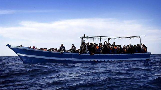 Desaparecen unos 70 inmigrantes al naufragar su bote frente a aguas libias