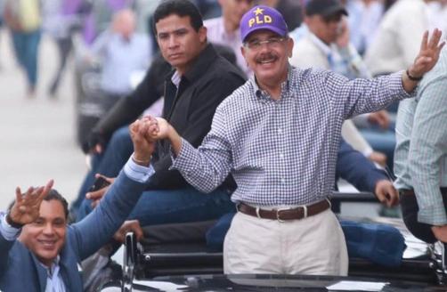 Danilo Medina recibe apoyo de Sammy Sosa