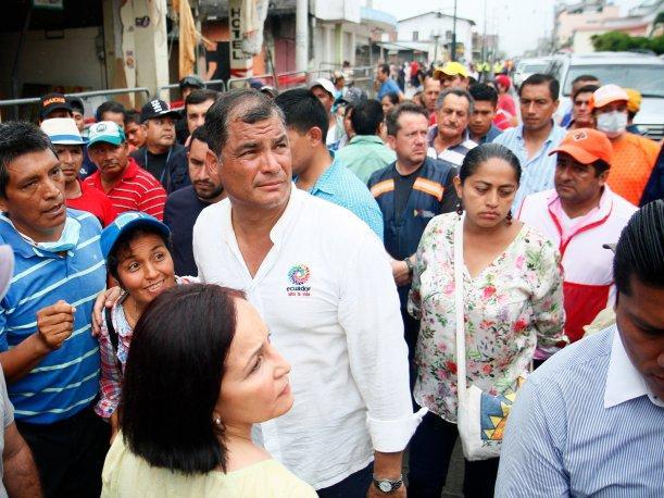 Correa llama a consumir productos de zonas afectadas por terremoto