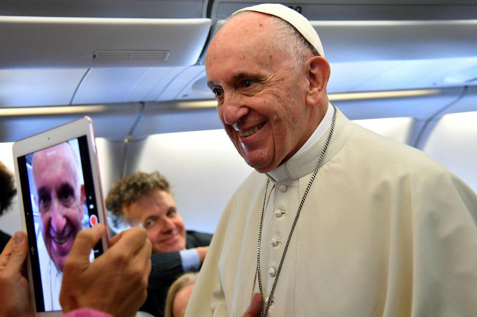 El papa afirma que su viaje quiere ayudar a Colombia