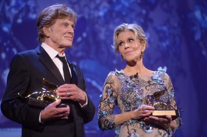 Jane Fonda y Robert Redford, dos estrellas emocionadas en la Mostra