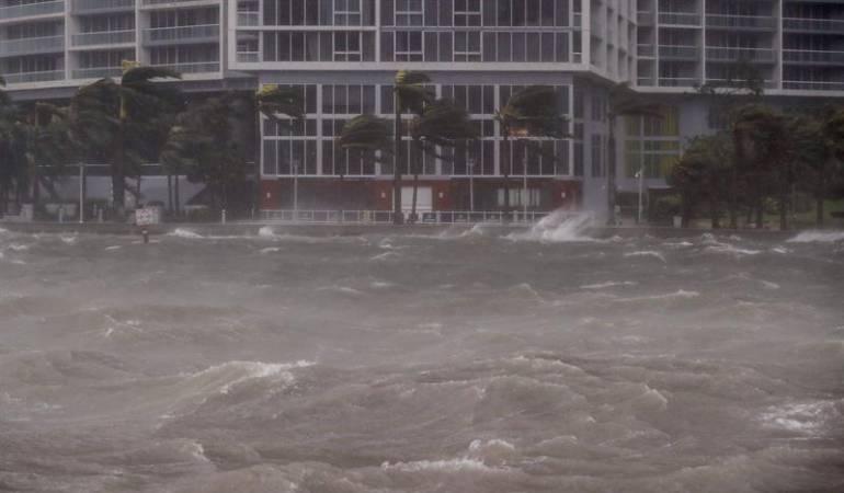 El huracán Irma deja un saldo provisional de una treintena de muertos en EEUU