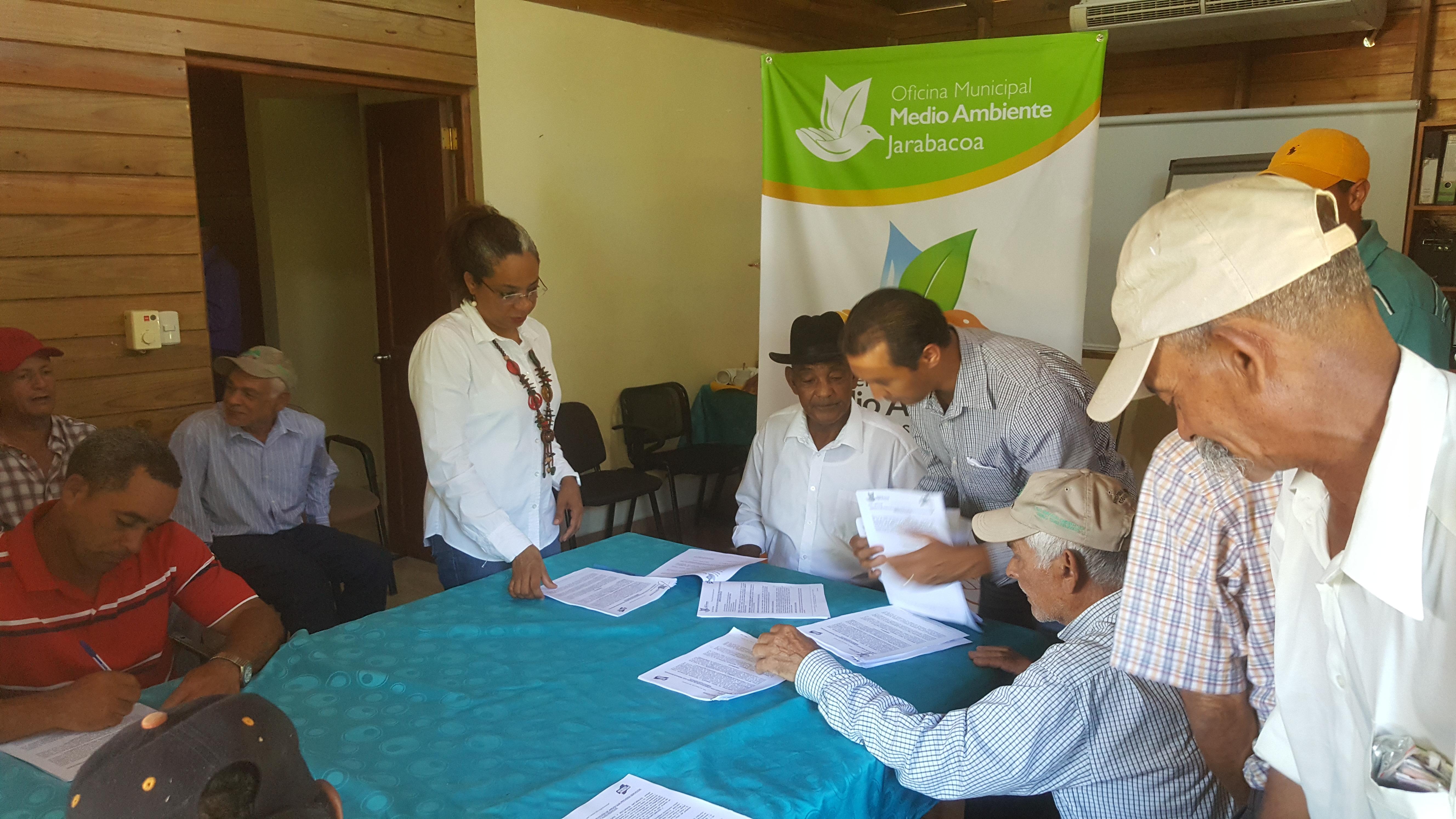 Medio Ambiente realiza 17 contratos de Pago por Servicio Ambiental Hídrico en Jarabacoa