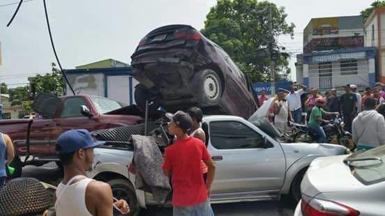 Accidente de seis vehículos deja al menos tres heridos en Santiago