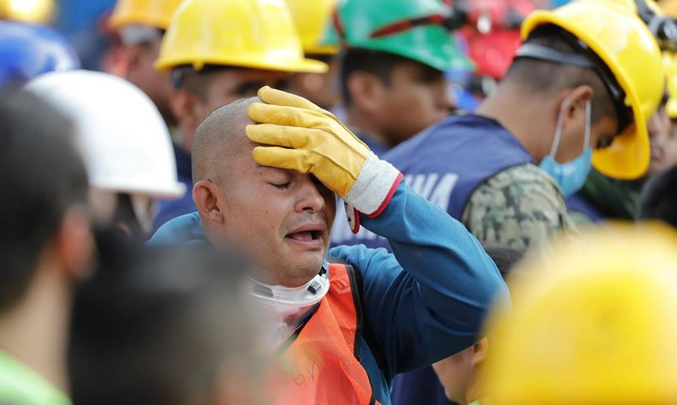 Mueren tres personas por nuevo sismo que generó alarma en centro y sur México