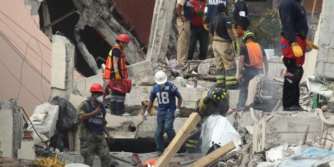 Calculan que hay 50 personas bajo los escombros en la Ciudad de México
