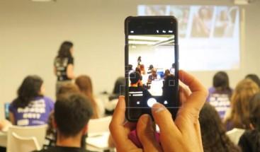 El iPhone X no reconoce el rostro del presentador en pleno evento de Apple