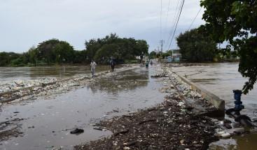 Desbordamiento del río del Yaque del Norte inunda varias comunidades en Montecristi