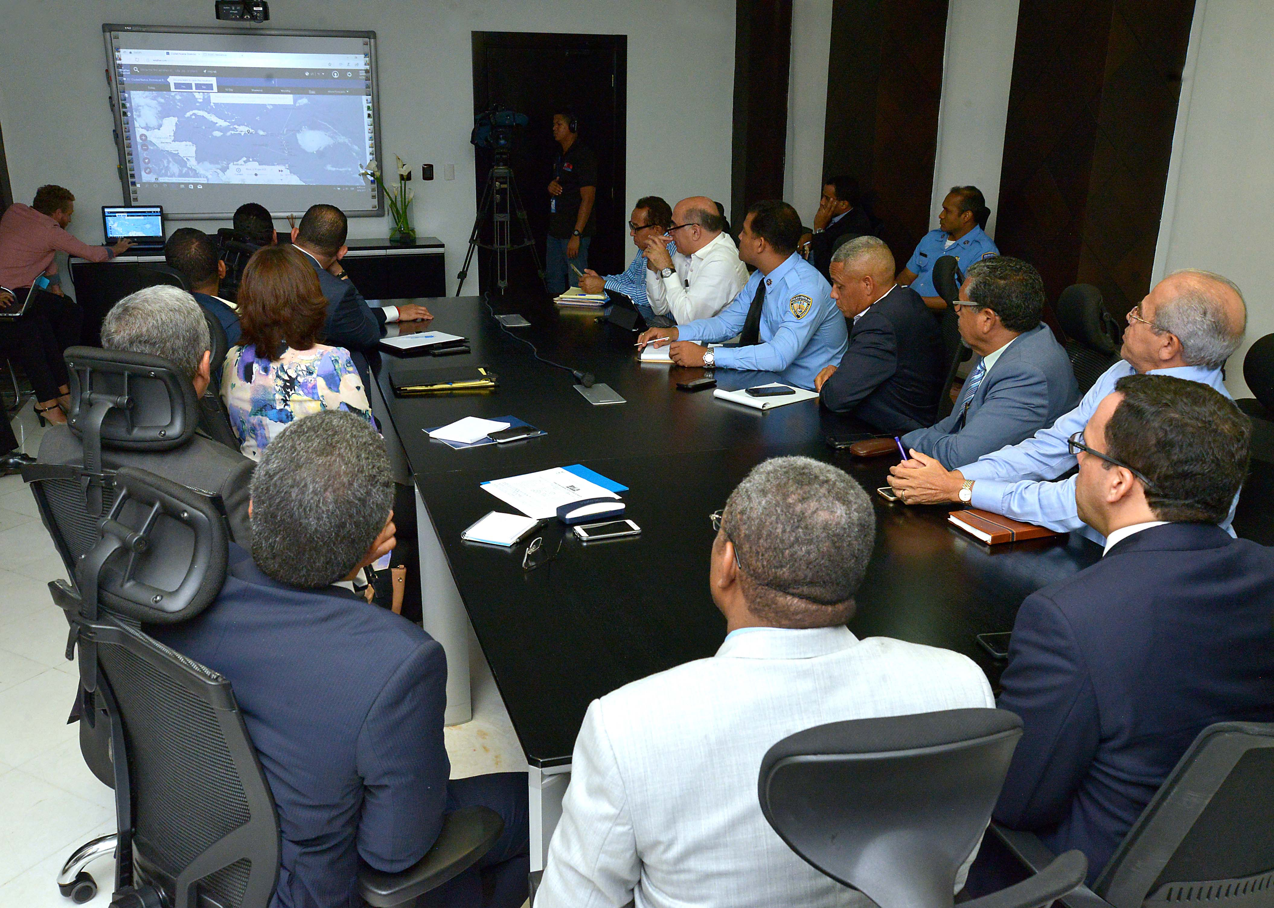Ministerio de Educación activa plan de contingencia escolar ante amenaza del huracán Irma