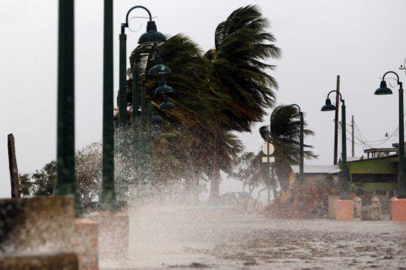 Al menos seis muertos por huracán María en Puerto Rico, según medios