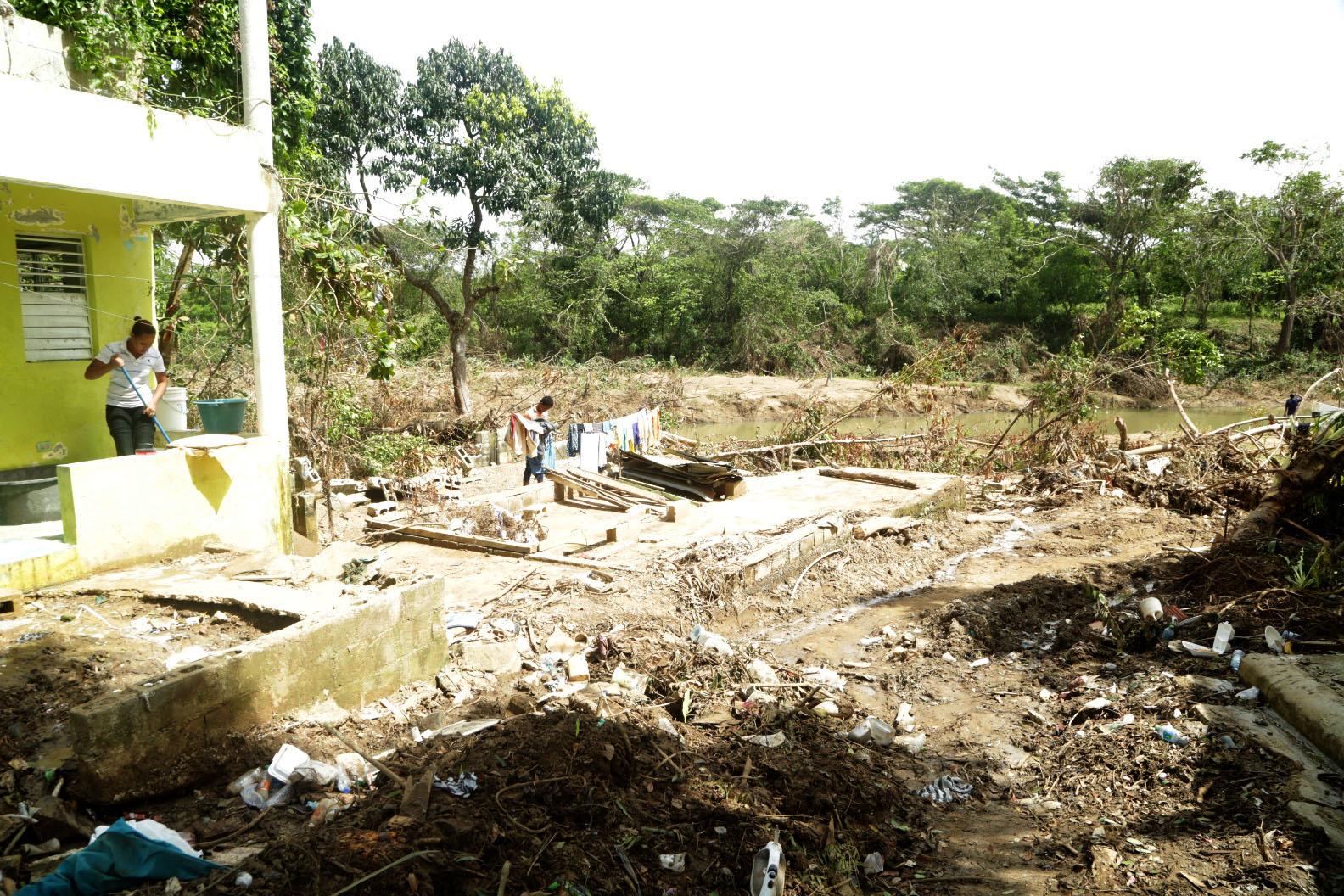 Vicepresidenta visita familias de El Seibo afectadas por huracán María