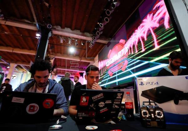 Hackers se reúnen en conferencia de seguridad informática en Buenos Aires