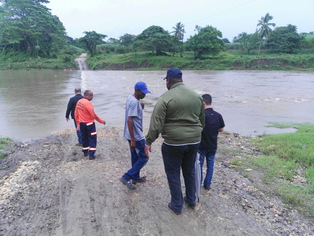 Comunidades en El Seibo y San Pedro de Macorís incomunicadas por la crecida del río Soco